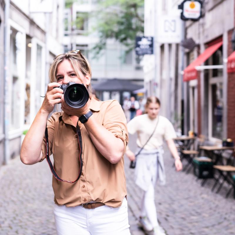 authentiek, zakelijkefotoshoot, ondernemersfotograaf, coach, therapeut, natuurgeneeskunde, yoga, slowrun, retreat, portretfotografie